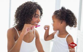 escovar-dentes-familia